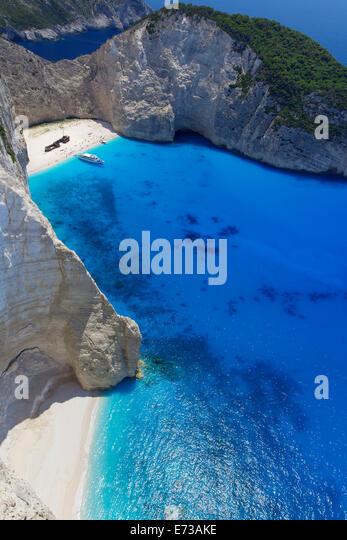 Navagio Beach and shipwreck at Smugglers Cove on the coast of Zakynthos, Ionian Islands, Greek Islands, Greece, - Stock-Bilder