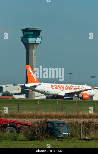 Easyjet plane taxiing  Luton Airport - Stock Image