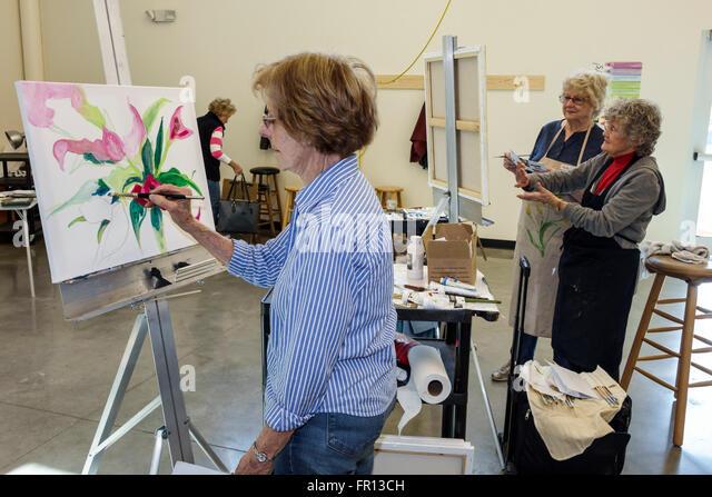 Florida FL Dunedin Dunedin Fine Art Center centre studio senior woman adult education course class painting student - Stock Image