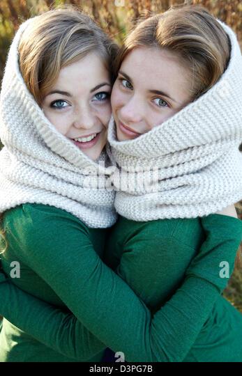 Teen sisters embracing - Stock Image