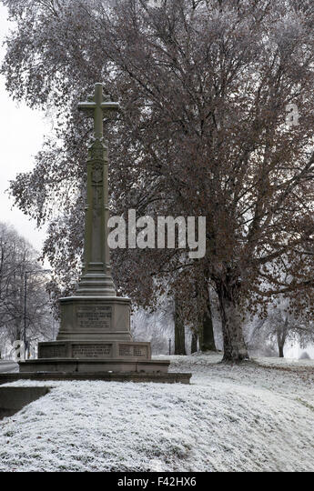Grade 11 listed war memorial, World War 1 and World War II, on The Downs, Stoke Bishop, Bristol in the snow. - Stock Image