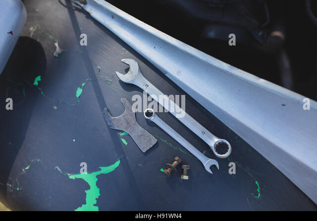 Overhead view of tools on a vintage car wing - Stock-Bilder