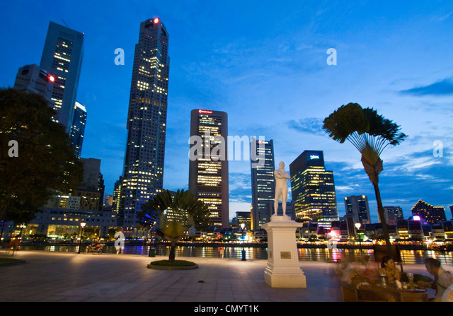 Skyline of Singapur, Raffles Statue, South East Asia, twilight - Stock Image