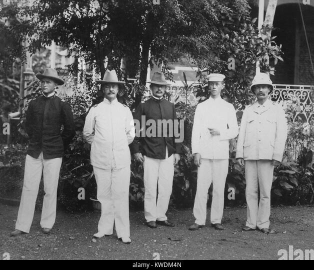 Major General Arthur MacArthur (2nd from left) and his staff in the Philippines, 1898. The father of Gen. Douglas - Stock Image