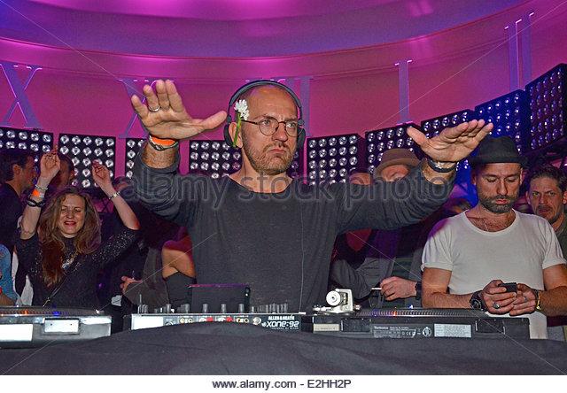 Goya berlin single party