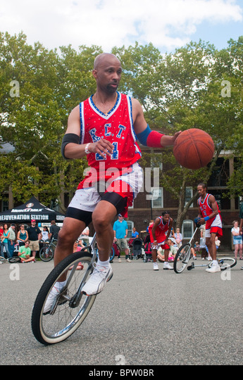 King Charles Unicycle Basketball team does a unicycle Basketball demonstration, NYC Unicycle Festival, Governor's - Stock Image