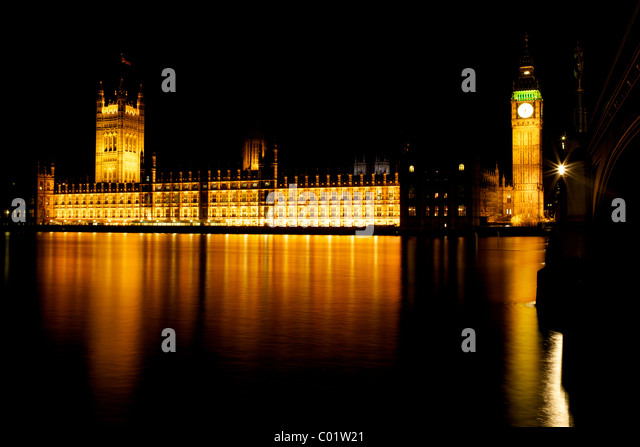 The houses of parliament and Big Ben London at night - Stock Image