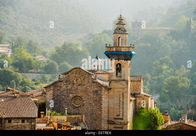 Panoramic view of Valdemossa in Majorka at sunrise with fog - Stock Image