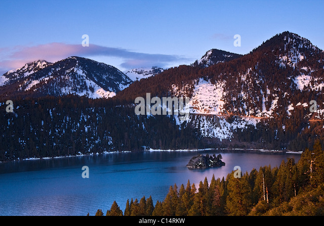 A watercolor of Emerald Bay, Wizard Island, and snow at Lake Tahoe in California - Stock-Bilder