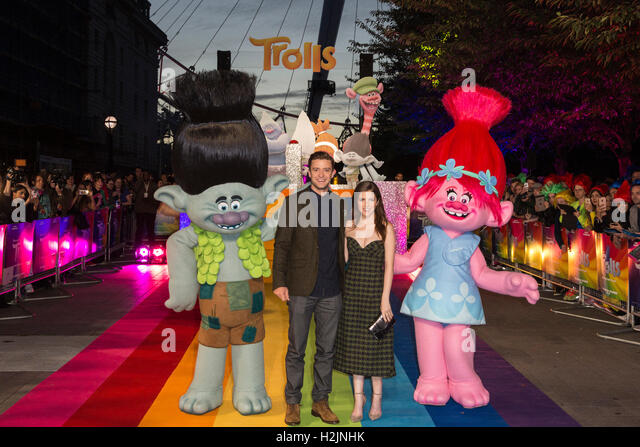 London, UK. 29 September 2016. Justin Timberlake and Anna Kendrick with characters from the movie. Anna Kendrick - Stock Image