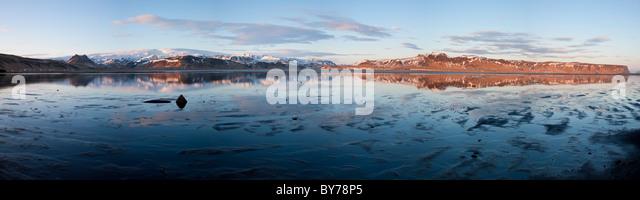 River estuary & mountains, Dyrholaey, nr Vik, Iceland - Stock Image