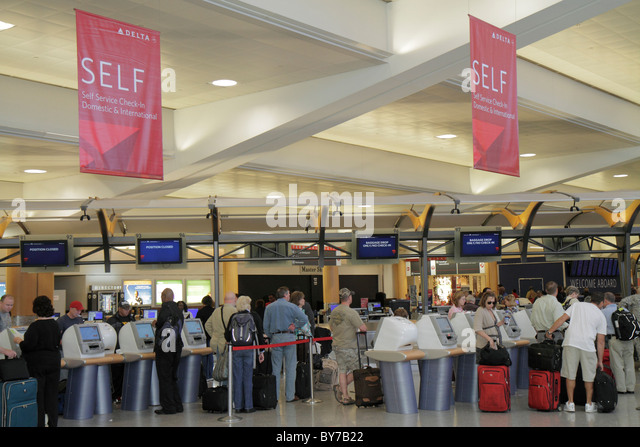 Atlanta Georgia Hartsfield-Jackson Atlanta International Airport aviation concourse Delta Airlines self-service - Stock Image