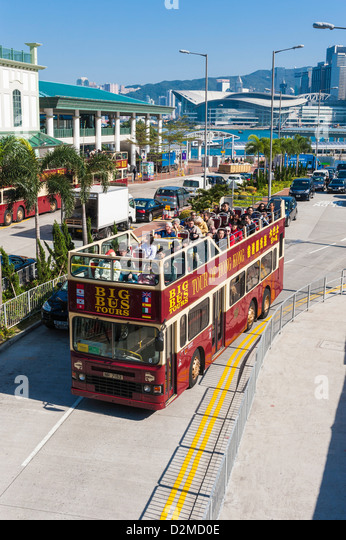 Sightseeing bus and tourists, Hong Kong - Stock Image