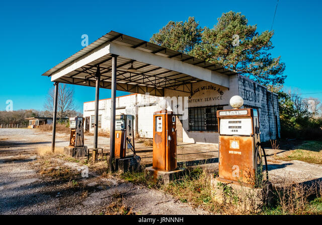 An old abandoned gas station along a country road in central Alabama, USA. - Stock Image