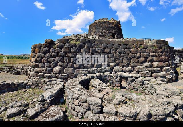 The Nuraghe Santu Ballantine, from the Bronze Age, Torralba, Sassari, Sardinia, Italy - Stock Image