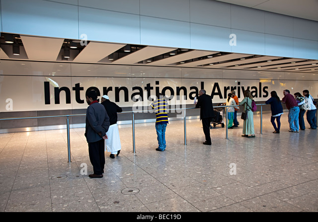 People waiting for international arrivals Heathrow airport London England UK - Stock-Bilder