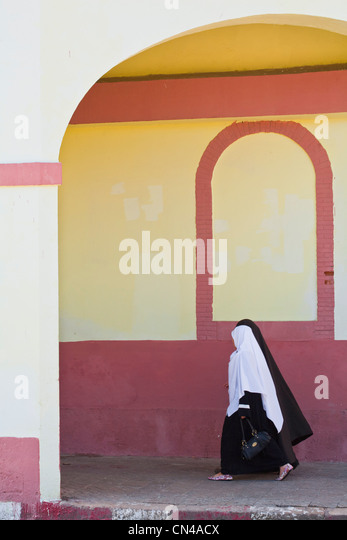 Algeria, Tipaza Wilaya, Cherchell, young ladies wearing a veil in the old town - Stock Image