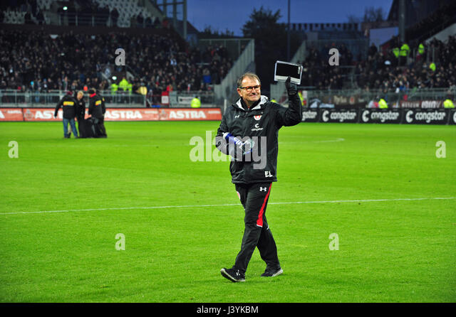 223 / 2. Bundesliga: EUROPA, DEUTSCHLAND, HAMBURG, 28.04.2017:  FC St. Pauli vs. 1. FC Heidenheim (3:0), FCSP-Trainer - Stock-Bilder