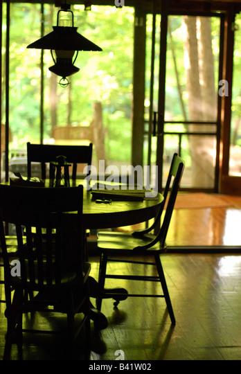 Table in a cabin - Stock-Bilder