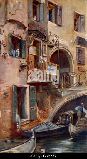 Venice:  Ponte dei Dadi and an antiquarian shop       Date: 1927 - Stock-Bilder