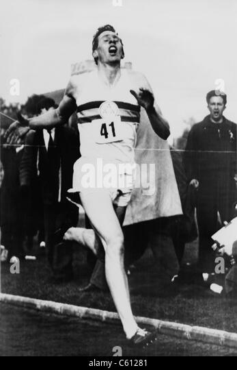 Roger Bannister crossing the finish line in three minutes and 59.4 seconds, achieving the four-minute mile, Oxford, - Stock-Bilder