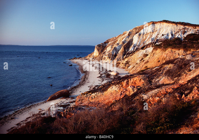 Natural minerals add color to the rocky bluffs on Gay Head Point, Martha's Vineyard, Massachusetts, USA - Stock-Bilder