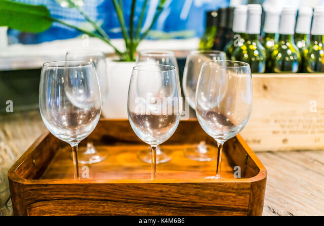 Table alcohol empty nobody home stock photos table for Empty wine crates
