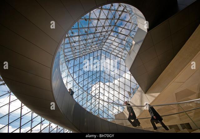 Pyramid Stairs Louvre Pairs France - Stock-Bilder