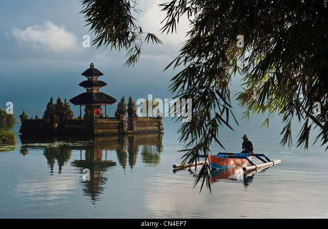 Indonesia, Bali Island, Bedugul village, Ulun Danu temple on Lake Bratan - Stock Image