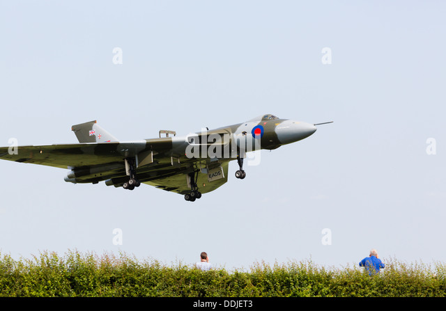 Avro Vulcan XH558 of the vulcantothesky.org landing at RAF Waddington 2013 - Stock Image
