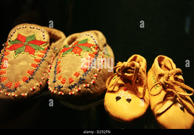 Traditional Osoyoos Buckskin And Beading On Display At Nk'Mip Desert Cultural Centre, B.C., Canada - Stock Image