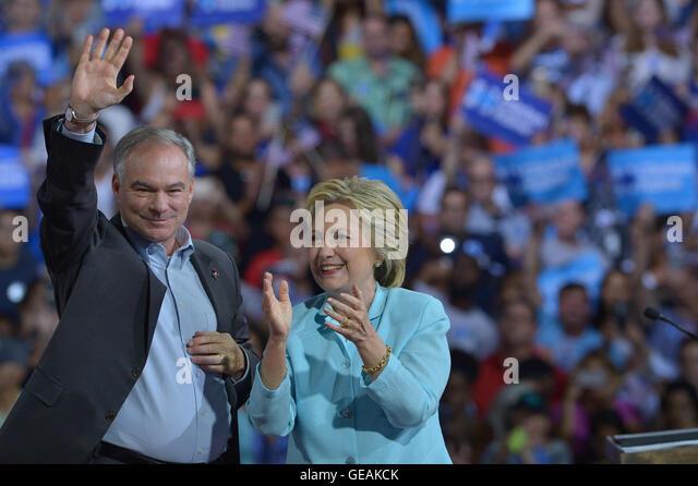 MIAMI, FL - JULY 23: Democratic Presumptive Nominee for President former Secretary of State Hillary Clinton (R) - Stock-Bilder