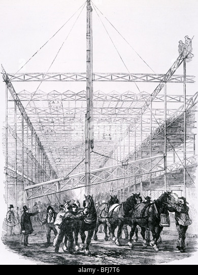 CRYSTAL PALACE under construction in 1850 using horse operated lifting gear to raise one of the central beams - Stock-Bilder