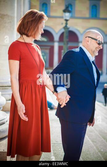 Senior couple on sightseeing tour, Munich, Bavaria, Germany - Stock-Bilder