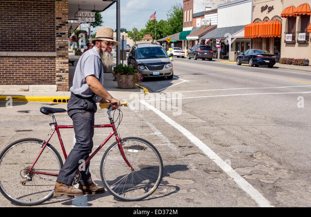 Illinois Arthur Vine Street Amish man bicycle rider downtown - Stock Image