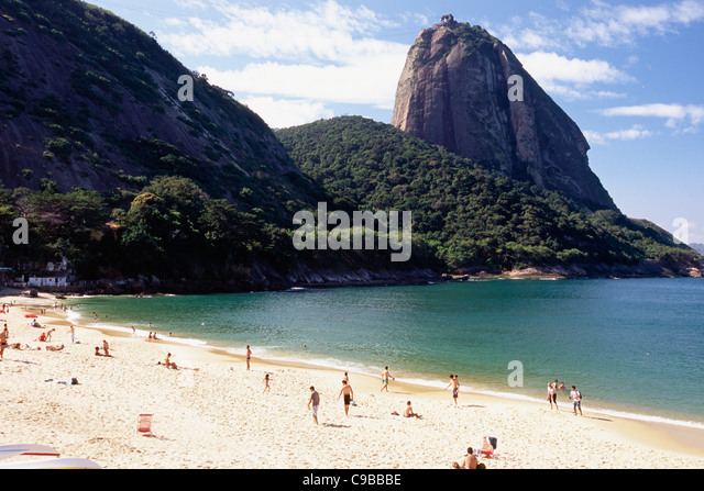 View of the Sugarloaf Mountain from the Vermelha Beach, Rio de Janeiro, Brazil - Stock Image