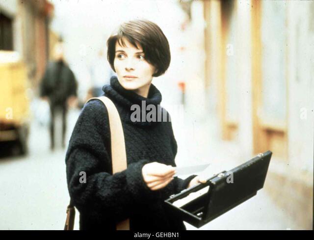 Juliette Binoche In Paris beginnt Julie (Juliette Binoche) ein neues Leben. Eines Tages hört sie jedoch auf - Stock-Bilder
