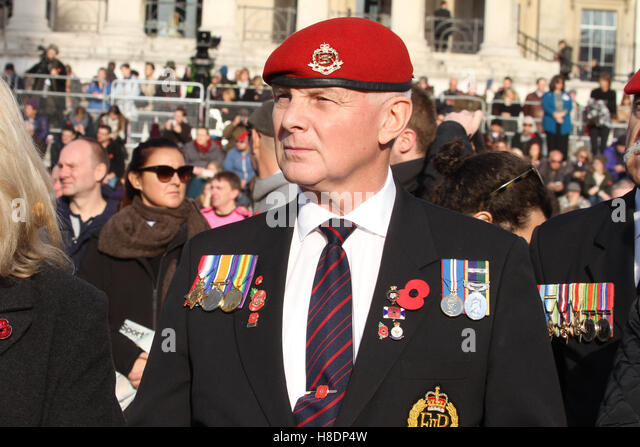 London, UK. 11th November, 2016.  A veteran soldier hold a cross and poppy during the Silence at the Square presentations - Stock Image