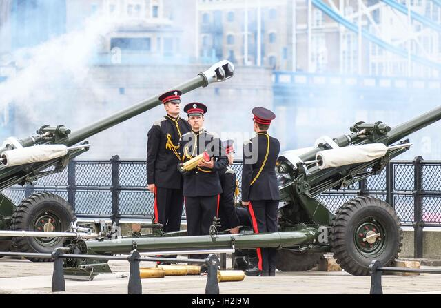London, UK. 12th July, 2017. 41 Gun Salute at the Tower of by the Honourable Artillery Company for the state visit - Stock Image