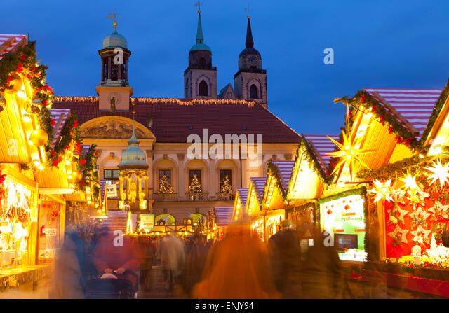 Christmas Market in the AlterMarkt with the Baroque Town Hall in the background, Magdeburg, Saxony-Anhalt, Germany, - Stock-Bilder