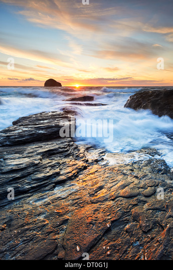 Sunlight reflecting on the rocks at Trebarwith Strand - Stock Image