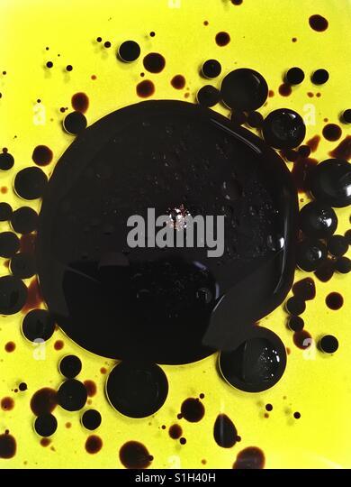 Balsamic vinegar in olive oil - Stock Image