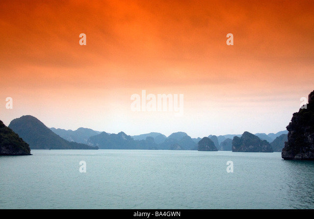 Misty morning views of Ha Long Bay Vietnam - Stock-Bilder