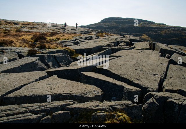 Broken rocky blocks on the ridge of the Rhinog Mountains, Snowdonia, North Wales, UK - Stock Image