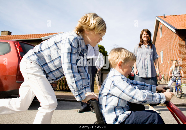 Family on the go - Stock-Bilder