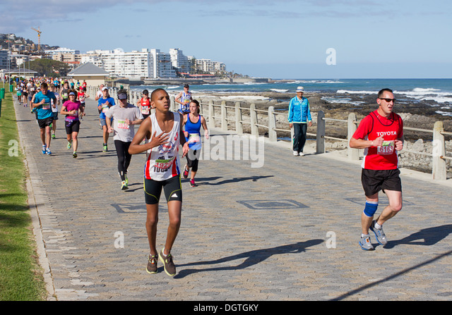 Runners along the seapoint promenade - Stock Image