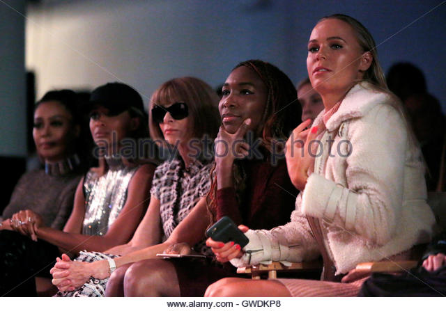 (L-R) La La Anthony, Ciara, Vogue Editor-in-Chief Anna Wintour and tennis players Venus Williams and Caroline Wozniacki - Stock-Bilder