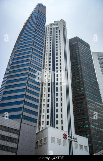 The Bank of China in the Singapore skyline with skyscrapers - Stock-Bilder