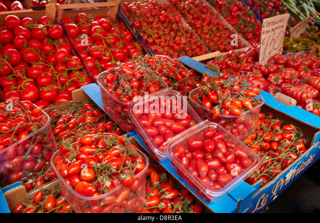 Tomato - many types of sicilian tomato vegetables, food market of Ortigia, Syracuse, Sicily, Italy - Stock Image