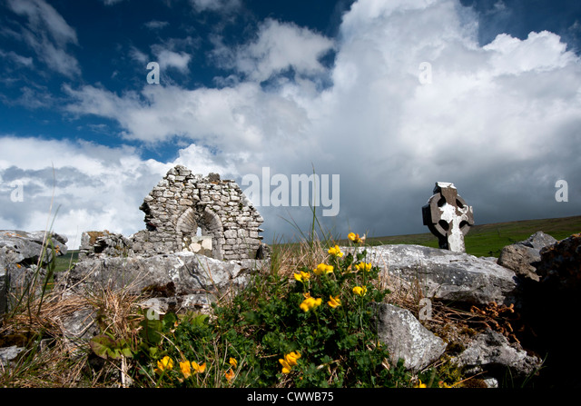 Stone ruins in rural landscape - Stock Image